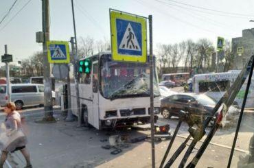 Автобус скитайцами попал вДТП наСтачек
