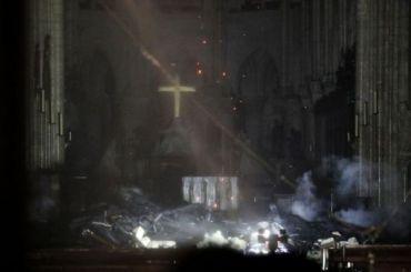 Пожар всоборе Парижской Богоматери потушили