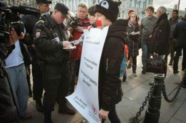 Участников акции «День молчания» задержали наНевском проспекте