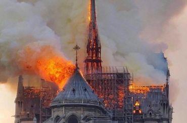 Реликвии непострадали при пожаре всоборе Парижской Богоматери