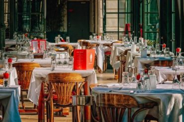 Рекордное число кафе иресторанов закрыли вПетербурге