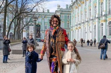 Киркоров сводил детей вЭрмитаж