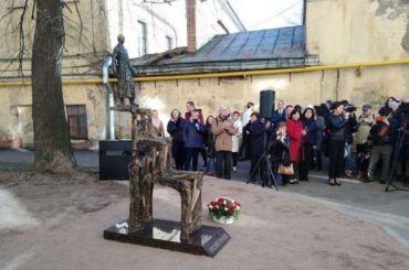 Николаю Гумилеву впервые поставили памятник вПетербурге