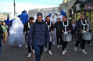 Центр «Антон тут рядом» устроил шествие наНевском