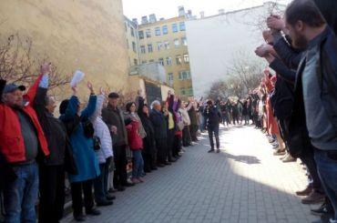 Сквер вКузнечном защищали живым щитом