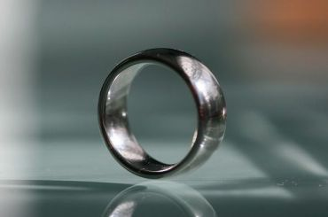 Трое пьяных мужчин сняли обручальное кольцо спожилого петербуржца