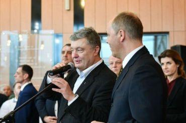 Порошенко: россиянам нельзя раздавать «святое украинское гражданство»