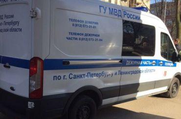 Взрывотехники проверяют подозрительную машину наШевцова
