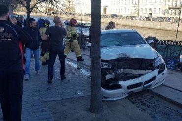 Несколько пешеходов пострадали вДТП науглу Невского иФонтанки