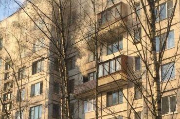 Пожар вдоме наПросвещения заблокировал пенсионерку набалконе