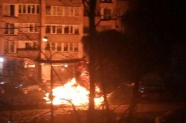 Три автомобиля сгорели ночью наПоэтическом бульваре