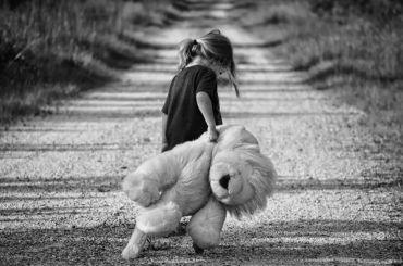 Оставившую маленькую дочь вквартире петербурженку ждет суд