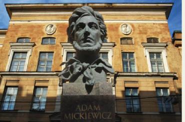 Петербург оставят без школы сизучением польского языка