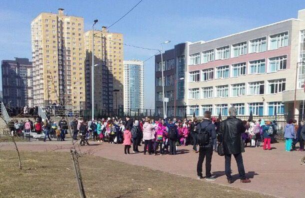 Эвакуированы пять школ Красносельского района