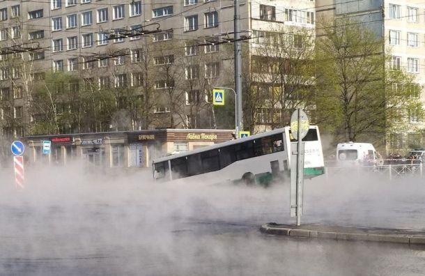 Трубу наулице Димитрова починили после аварии