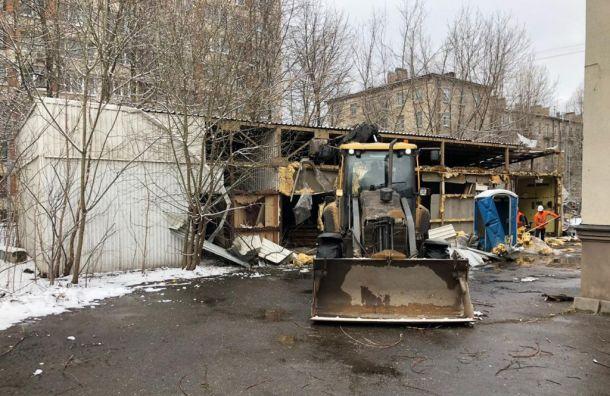 Заброшенный автосервис снесли для строительства детского центра