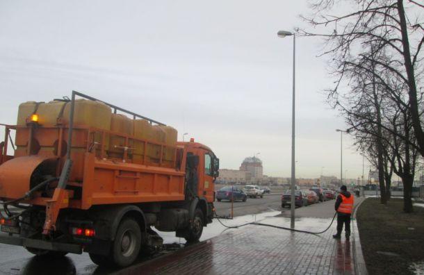 Смольный отчитался обочистке 98 улиц города отгрязи