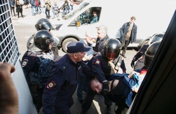 Помощника Амосова оштрафовали после участия вПервомае