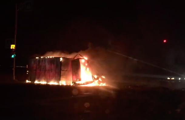 Трое пострадали вночной аварии сзагоревшейся «Газелью»