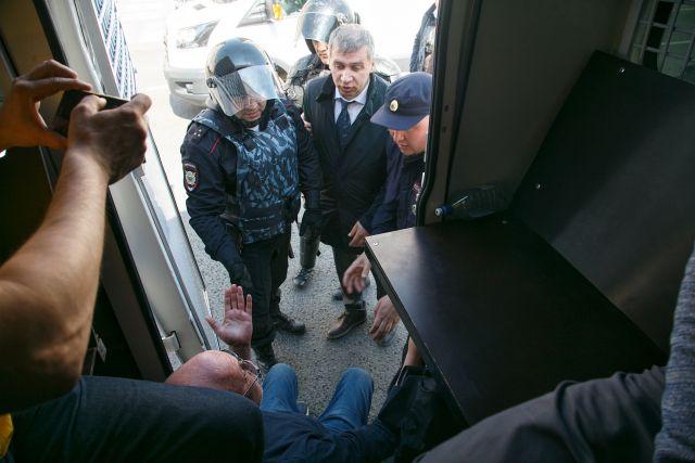 Первое мая в Петербурге, задержания 1