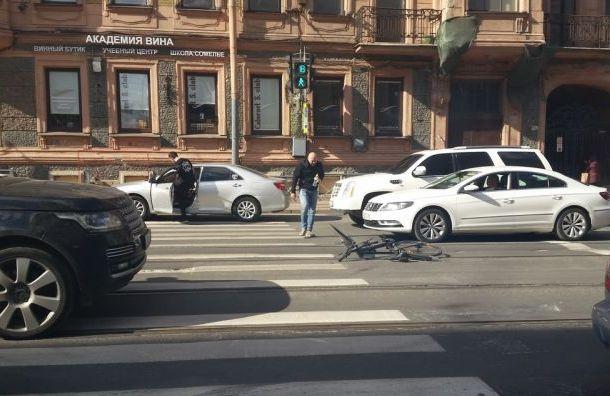 Водитель жестоко избил велосипедиста наДобролюбова