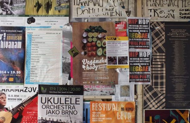 Власти Петербурга увеличили штрафы зарасклеивание рекламы