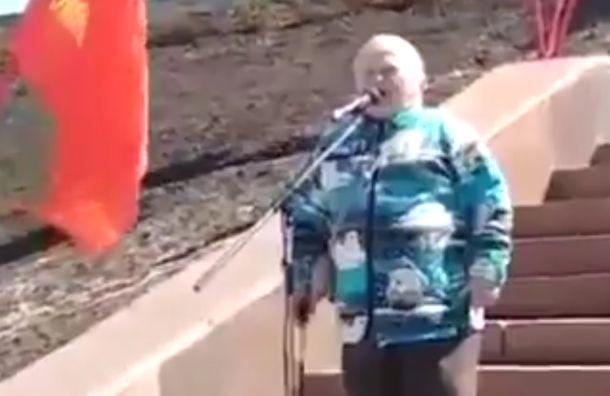 «Удепутатов рожа салом обмазанная»: пенсионерка раскритиковала власть