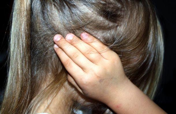 Сожитель петербурженки изнасиловал ее10-летнюю дочь