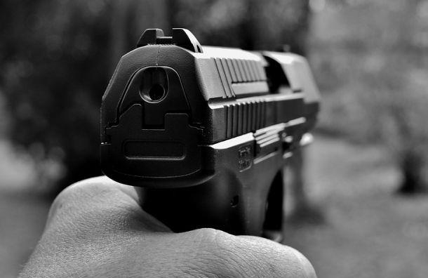 Школьник угрожал подростку пистолетом