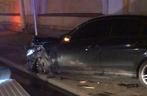 Три человека попали вбольницу после аварии наСадовой