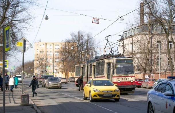 Движение двух трамваев поДыбенко закроют навыходные