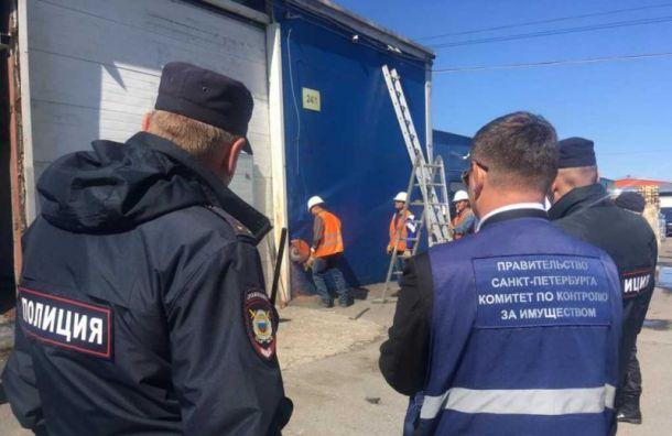 Полицейские помогли снести ангары наСофийской улице
