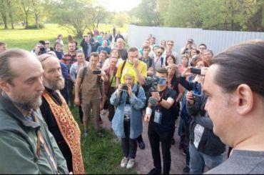Петербуржцы провели народный сход против храма вЮжно-Приморском парке