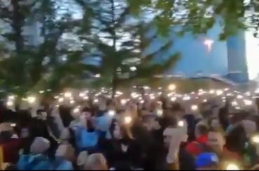 «Тысячи огней»: ОМОН пытается остановить массовый протест вЕкатеринбурге