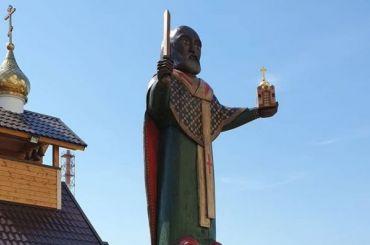 Милонов открыл скульптуру Николая Чудотворца вШушарах