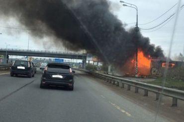 Заброшенный пункт ДПС полыхал наМурманском шоссе