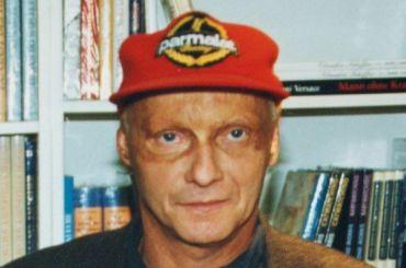 Легендарный гонщик Ники Лауда скончался вАвстрии