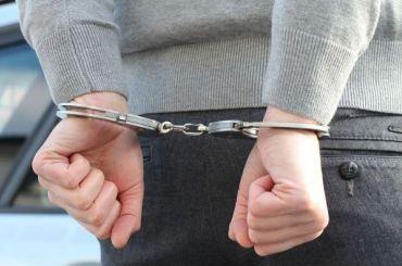 Эксперта Росреестра посадили под домашний арест завзятку