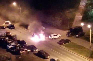 «Блокбастер под окном»: автомобили врезались игорели вКупчине