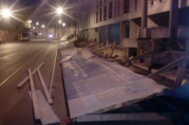Ветер снес забор наХерсонской улице