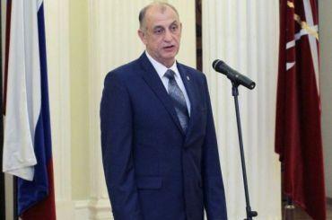 Избитый вице-спикером ЗакСа Дроздовым служащий заявил опреследовании