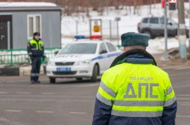 Пожалобе петербуржцев сотрудники ГИБДД поймали пьяного водителя