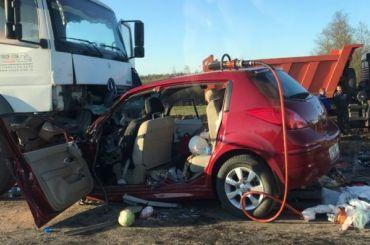 Три машины столкнулись вДТП наМурманском: один человек погиб