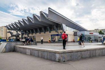Вход настанцию метро «Пионерская» ограничат из-за эскалатора