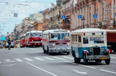 Более 200 раритетных авто проедут поНевскому вДень города