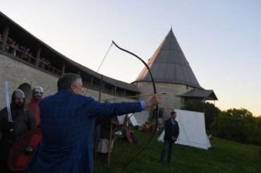 Дрозденко провел экскурсию для китайских студентов в«Ночь Музеев»