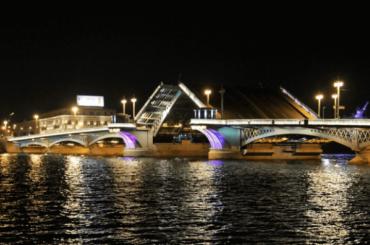 Новую подсветку Благовещенского моста впервые зажгут 22мая