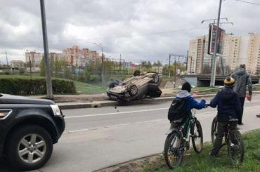 Автомобиль перевернулся наБелградской улице