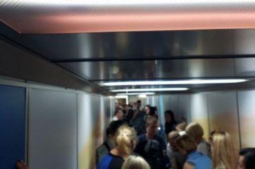 Пассажиров двух рейсов повторно досматривают вПулкове