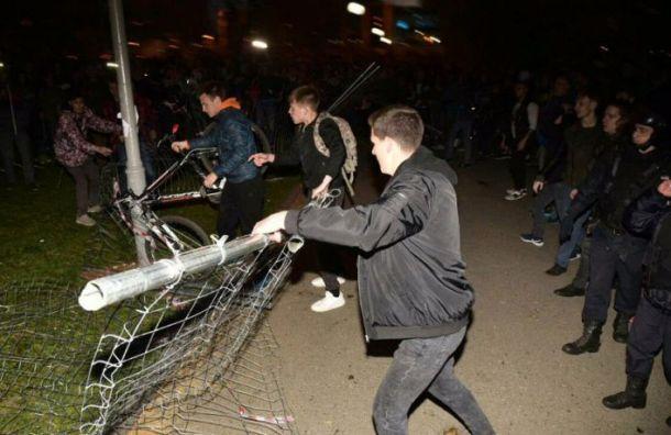 Защитников сквера вЕкатеринбурге массово задерживает ОМОН